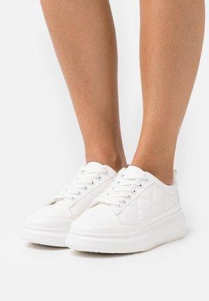 VEGAN BARGELLO - Sneakersy niskie - white