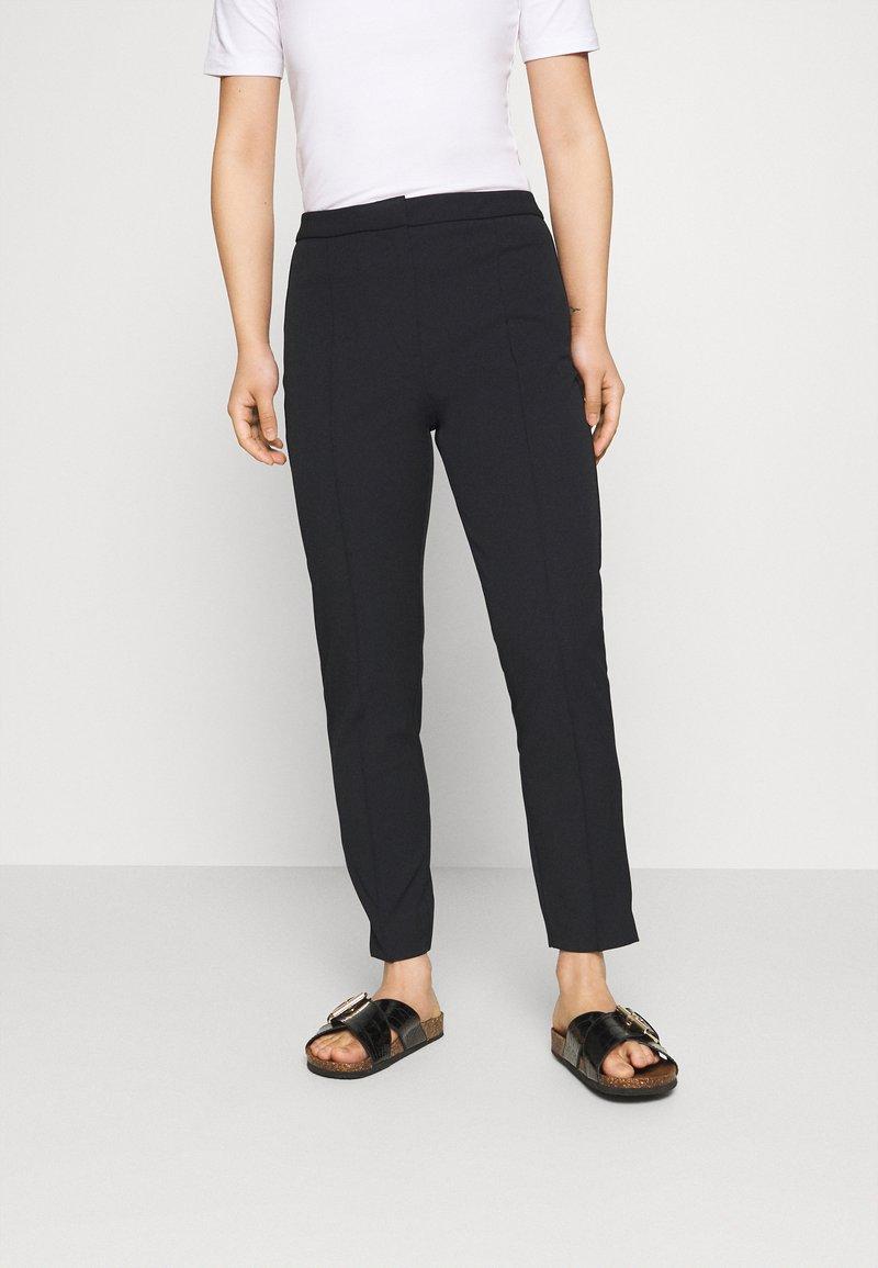 Selected Femme Petite - SLFILUE PINTUCK PANT - Trousers - black