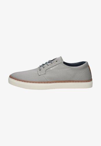 Trainers - sleet gray