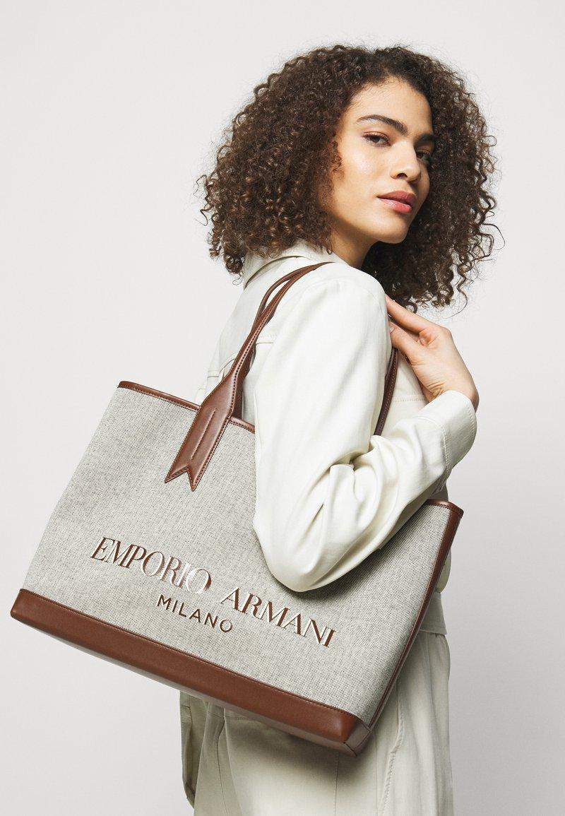 Emporio Armani - SHOPPING BAG - Shopping bags - white/tobacco/black/ecru