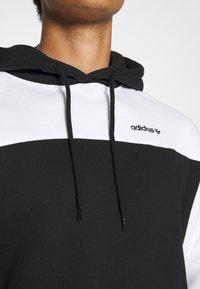 adidas Originals - CLASSICS HOODY - Hoodie - black/white - 5