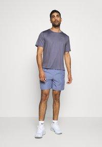 Nike Performance - Nike Run Division - Print T-shirt - world indigo - 1
