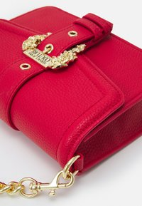 Versace Jeans Couture - COUTURE DISCOBAG - Across body bag - rosso - 4