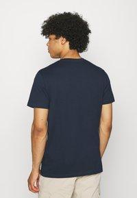 Jack & Jones - JORCHOLL TEE CREW NECK - Print T-shirt - navy blazer - 2