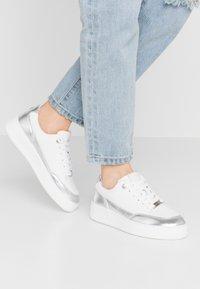 Mexx - ELIZA - Sneakersy niskie - white/silver - 0