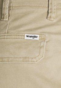 Wrangler - CASEY - Shorts - saddle - 2
