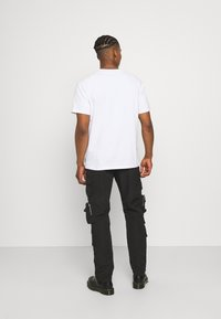 Mennace - MENNACE UTILITY TROUSER - Cargo trousers - black - 2
