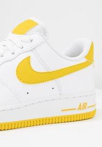 Nike Sportswear - AIR FORCE 1'07 - Baskets basses - white/bright citron - 2