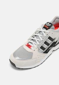 adidas Originals - ZX 10,000 C UNISEX  - Baskets basses - grey one/orbit green/white - 6