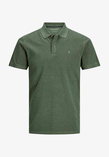 JJEWASHED - Polo shirt - forest night