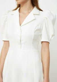 Trendyol - SIYAH - Shirt dress - cream - 4
