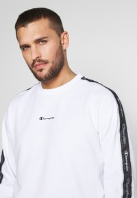 Champion - TAPE CREWNECK - Sweatshirt - white - 3