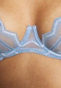 Coco de Mer - MARGOT BALCONY BRA - Underwired bra - sky blue - 4
