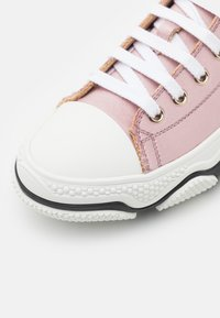 Red V - Trainers - rose baby/bianco/nero - 6