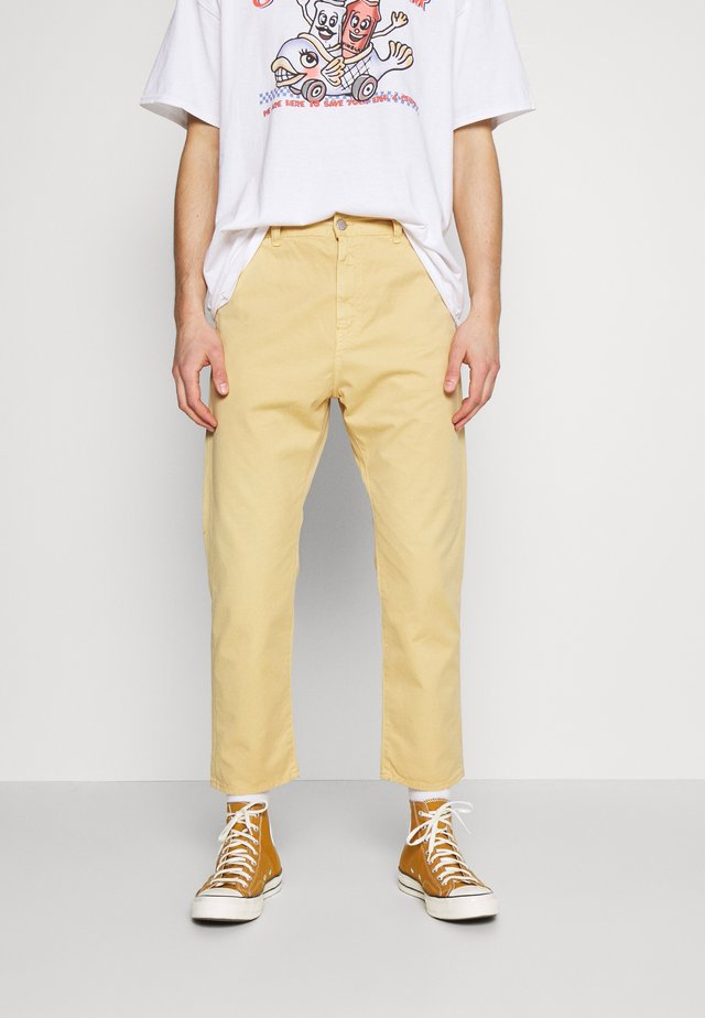 UNIVERSE PANT CROPPED - Kalhoty - curry