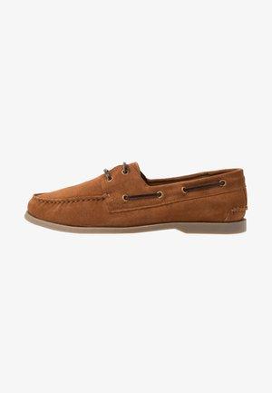 Boat shoes - cognac