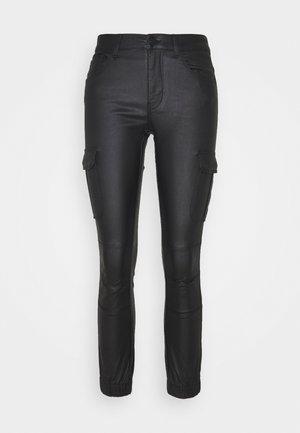 ONLMISSOURI COATED  - Pantalones - black