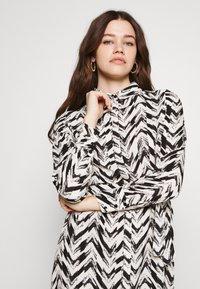 Vero Moda - VMKATHRINE SHIRT DRESS - Shirt dress - black - 3