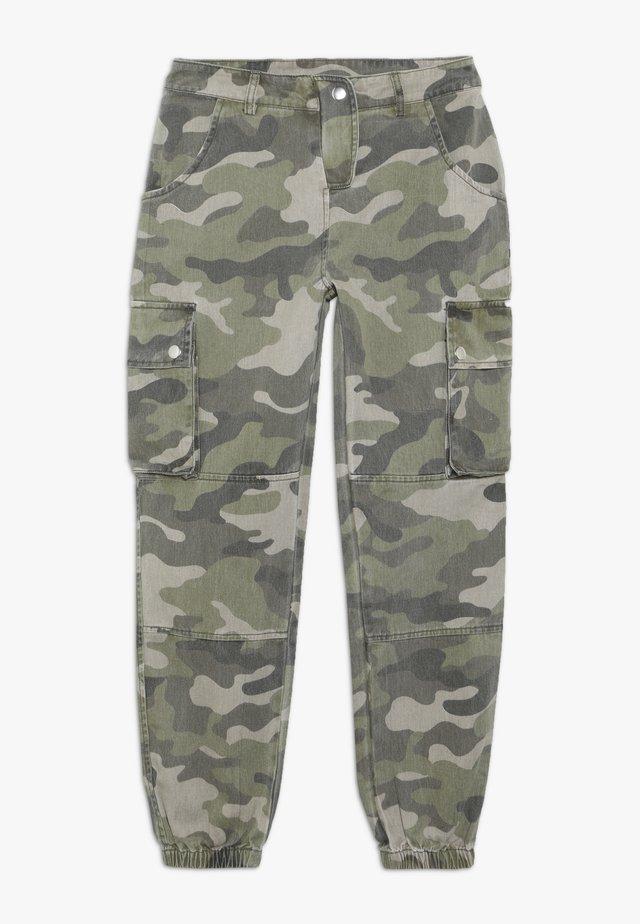 CAMO CARGO PANT - Pantalon cargo - green