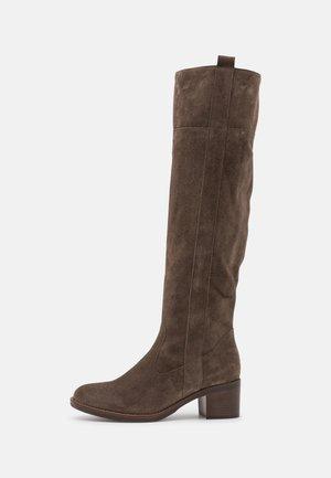 Boots - tartufo