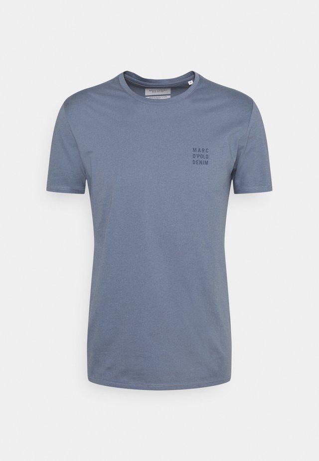 SHORT SLEEVE LOGO PRINT - Basic T-shirt - silent wave