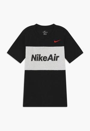 AIR TEE - Print T-shirt - black/white