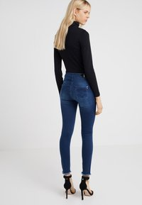 Patrizia Pepe - Jeansy Skinny Fit - mid blue - 2