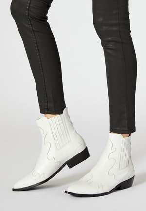 Cowboy/biker ankle boot - white