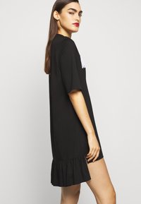 MOSCHINO - DRESS - Trikoomekko - black - 3