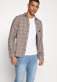 Burton Menswear London - WASH  - Jeans slim fit - blue - 3