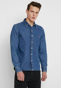 Levi's® - BATTERY SHIRT - Koszula - red cast stone flat - 0
