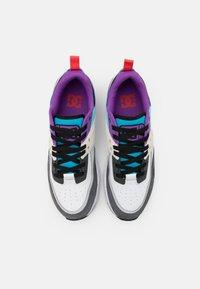 DC Shoes - E.TRIBEKA SE UNISEX - Zapatillas skate - white/armor/turquoise - 3