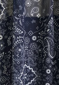 Pepe Jeans - LETIZIAS - T-shirt med print - dark blue - 2