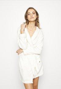 TOM TAILOR - XMAS BATHROBE - Dressing gown - white medium solid - 0