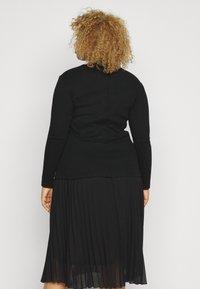 Vero Moda Curve - VMSANDRO - Topper langermet - black - 2