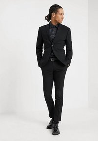 Isaac Dewhirst - BASIC PLAIN SUIT SLIM FIT - Garnitur - black - 1