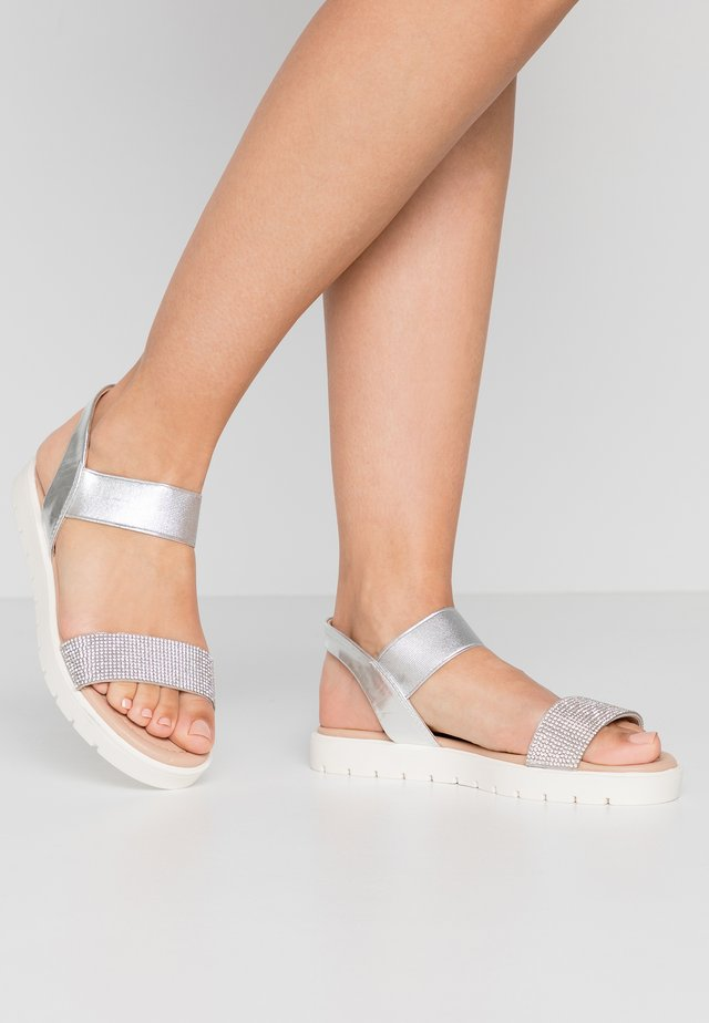 NIIAH - Sandaalit nilkkaremmillä - silver