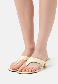 Who What Wear - SYDNEY - Sandalias de dedo - french vanilla - 0