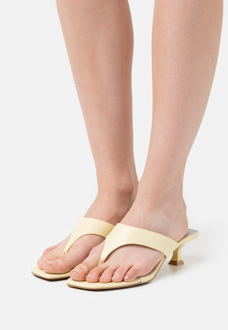 Who What Wear - SYDNEY - Sandalias de dedo - french vanilla