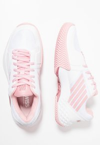 K-SWISS - AERO COURT HB - Clay court tennis shoes - white/coral blush/metallic rose - 1