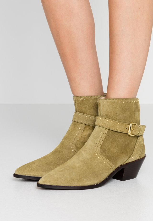 JONI WITH BUCKLE WESTERN BOOTIE - Cowboy/biker ankle boot - bisque gold