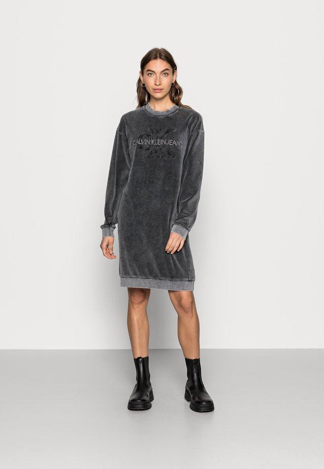 WASH VELVET DRESS - Day dress - grey
