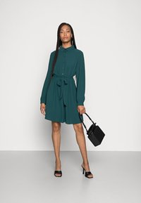 Anna Field - BELTED BLOUSE DRESS - Sukienka koszulowa - dark green - 1