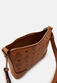 MCM - KLARA SHOULDER BAG IN VISETOS - Handbag - cognac - 2