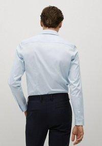 Mango - SUPER SLIM-FIT - Formal shirt - bleu ciel - 2