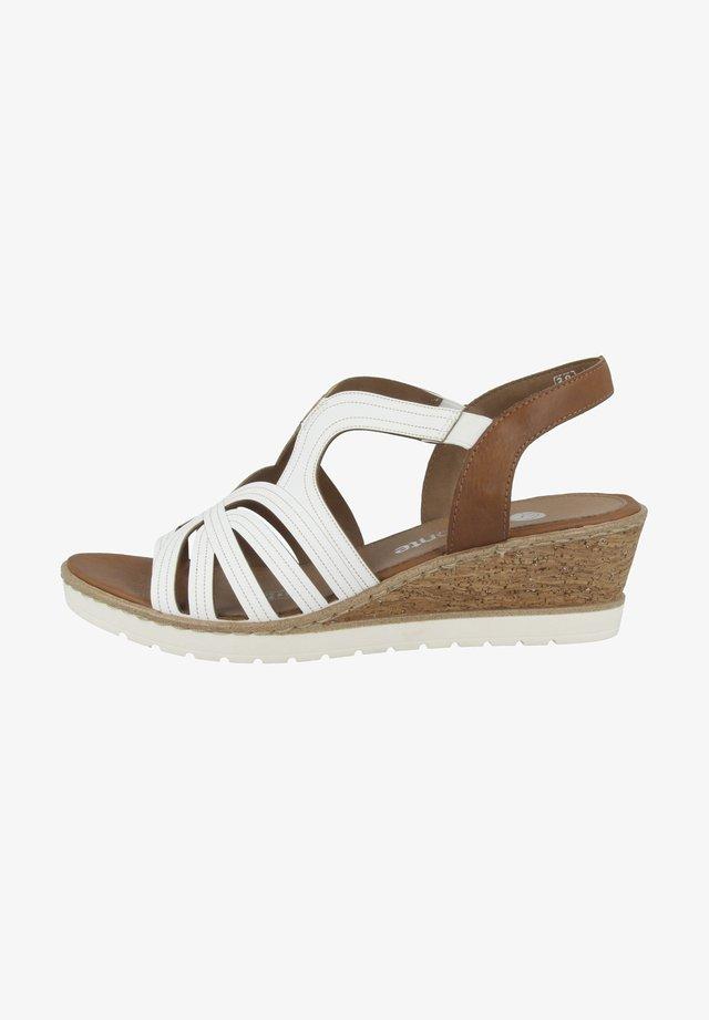 Sandały na koturnie - white-cayenne
