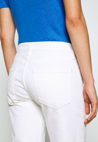 Agolde - TONI - Jeansy Slim Fit - white - 3