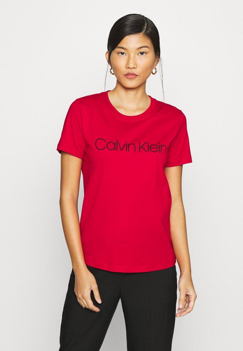 Calvin Klein - CORE LOGO - Print T-shirt - tango red