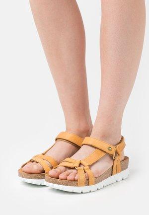 SALLY BASICS - Sandály na platformě - light brown