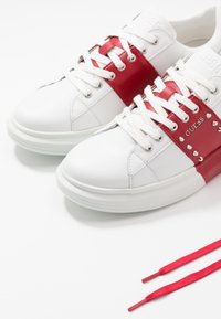 Guess - KEAN - Sneaker low - white/red - 5